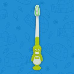 Cepillo dental infantil perspectiva frontal con forma de pingüino y color verde