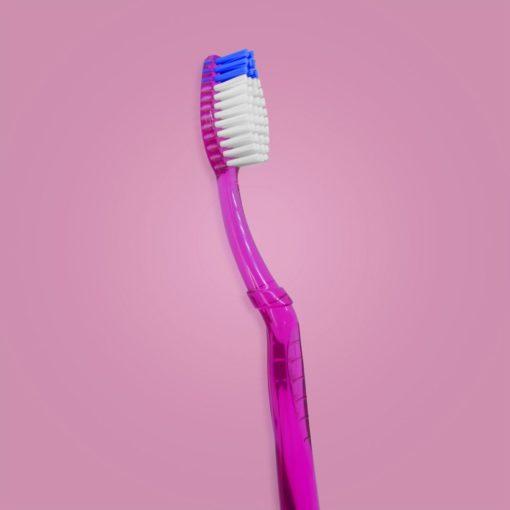 Cepillo para adultos con mango traslucido color fucsia