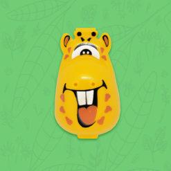 perspectiva lateral de protector de cepillo dental infantil con forma de jirafa
